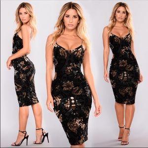 Rockabye Velvet Burnout Dress-Black